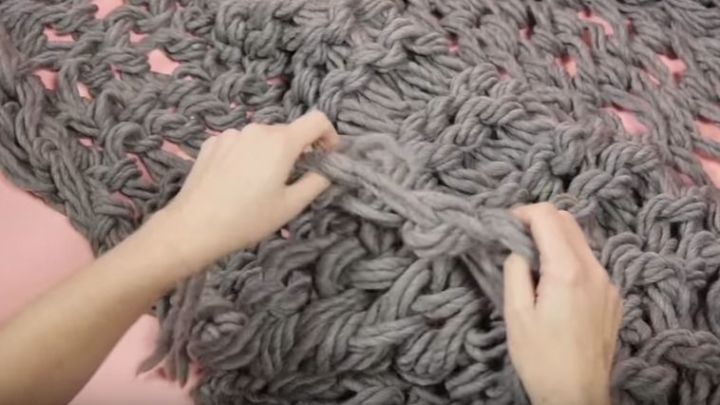 It's so easy to arm-knit a chunky blanket in a weekend.