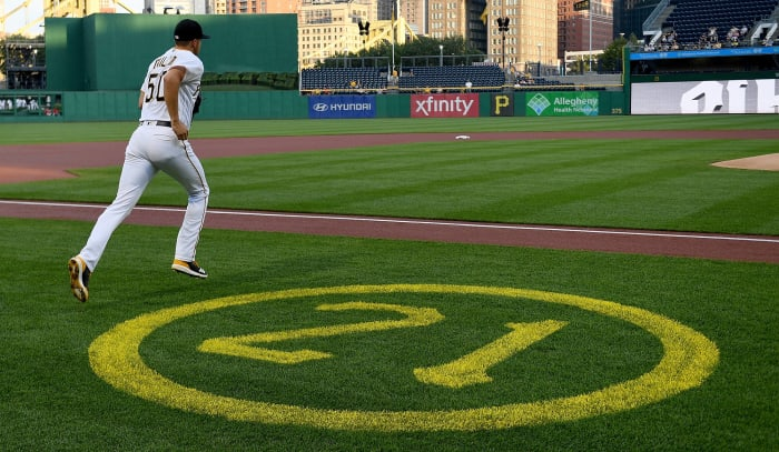 The Pirates retire Clemente's number