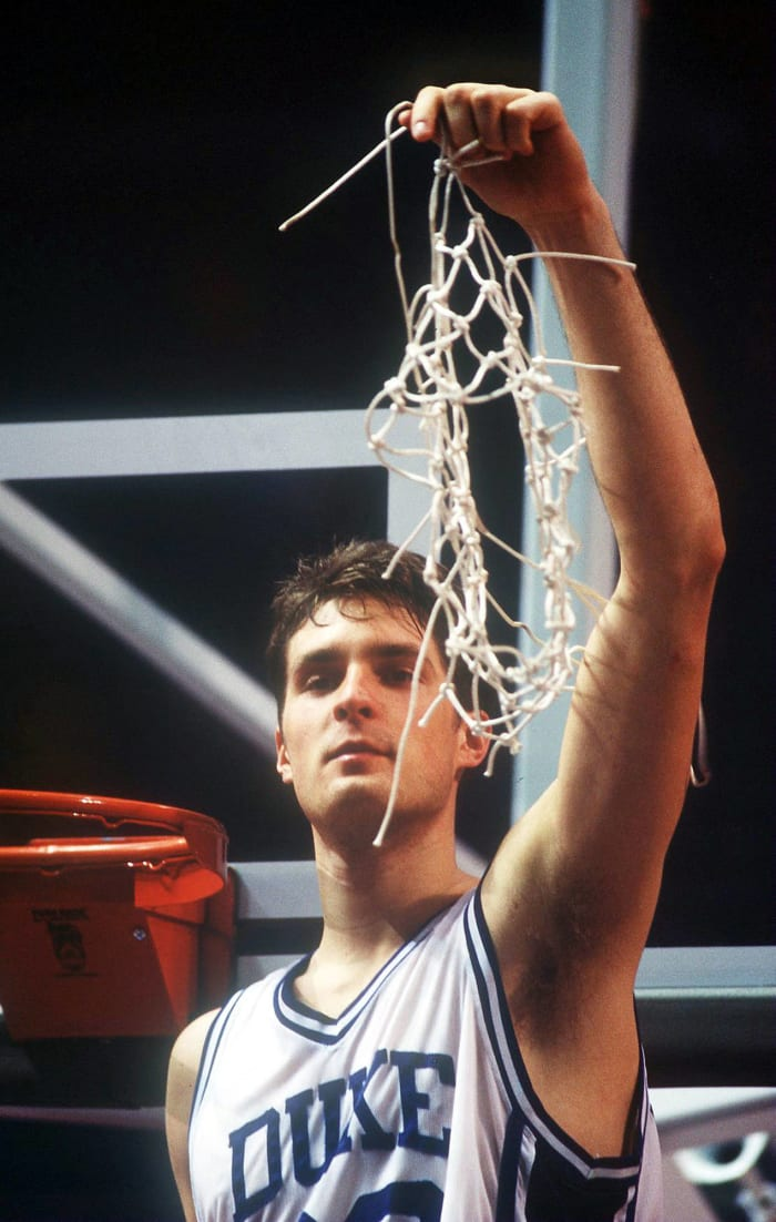 There's the pass to Laettner...