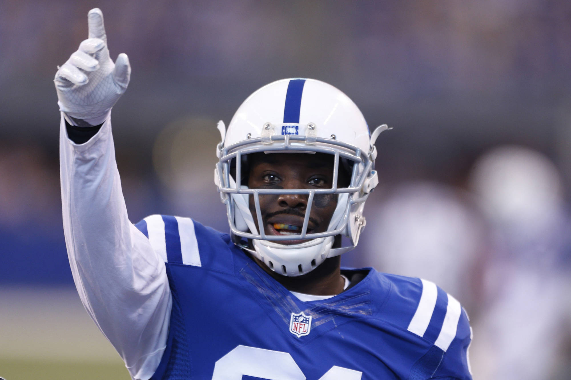 Ex-Colts CB Vontae Davis visiting Raiders