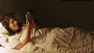 Woman reading bed m02mjs