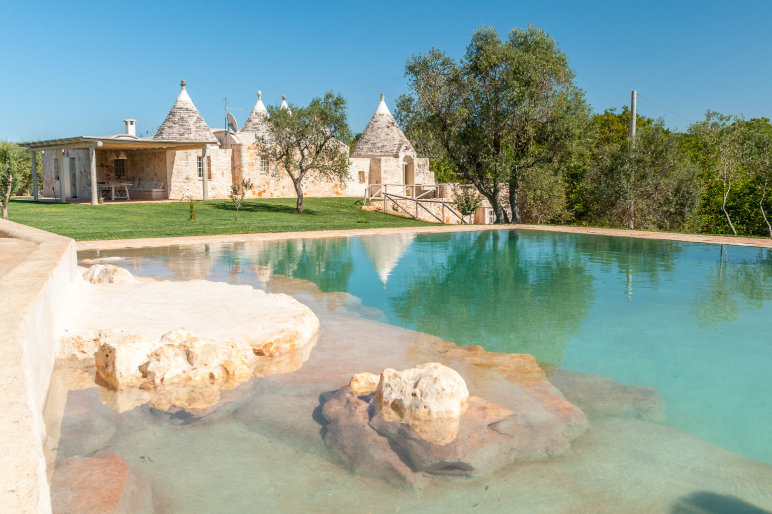 trulli tra pietre - panoramici trulli con piscina - Camera Da Letto Con Piscina