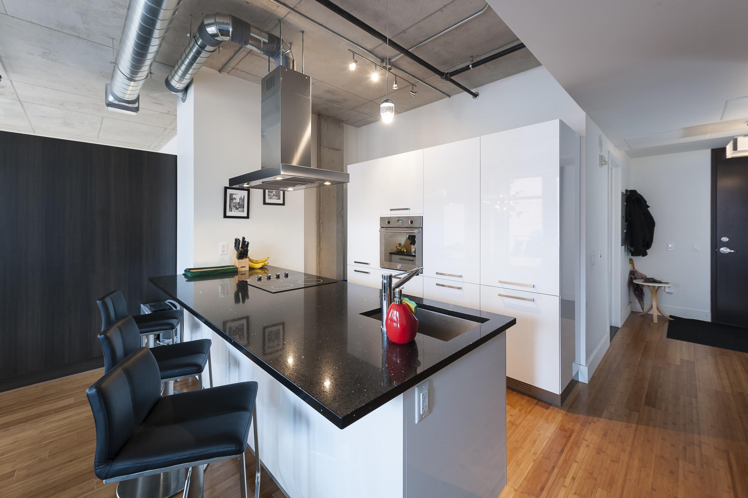 loft meublé à louer aux wilson lofts à downtown montreal ... - Salle De Bain Style Loft