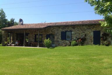Urrugne ⎜ Belle bergerie rénovée avec vue face à la Rhune ·  4 chambres, 8p