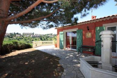 Underbar villa med fantastisk tomt och 150 kvadrateter terrass