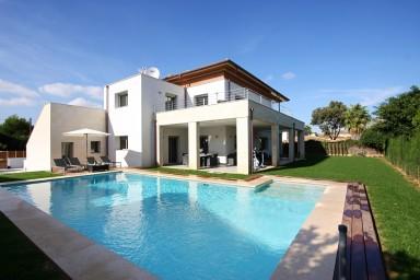 Enastående nybyggd villa i modern stil