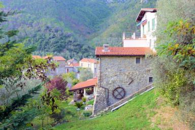 Underbart boende i renoverad, urläcker, olivkvarn