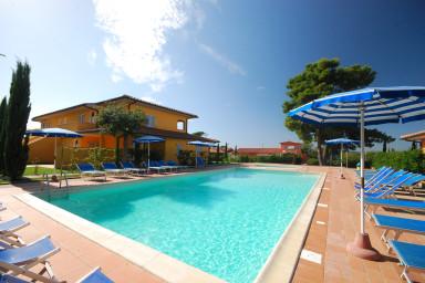 Moderna lägenheter med pool utmed den Toskanska kusten