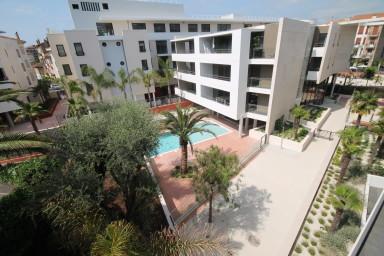 Modern lägenhet i centrala Cannes med pool