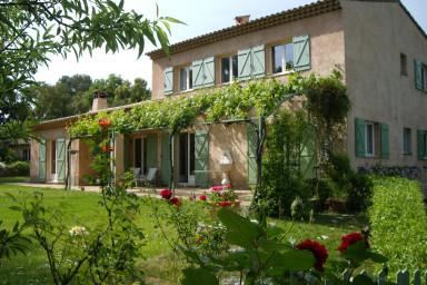 Vacker villa med privat pool och stor terass