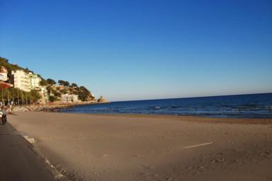 Lägenhet med exceptionellt läge bara några meter från stranden