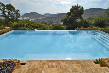 Härlig villa med idyllsikt läge med pool och fotbollsplan