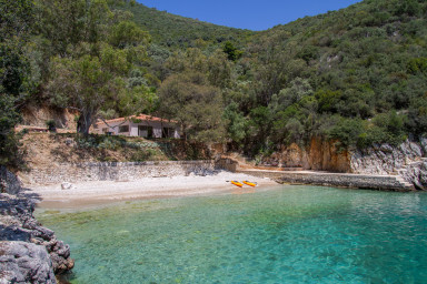 Villa Trianda - Juste 27 marches de la plage, seule dans Ksilokeratidi bay.