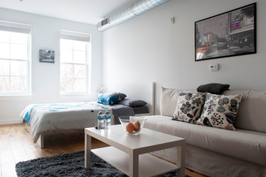 Modern studio in Old City by newhaus