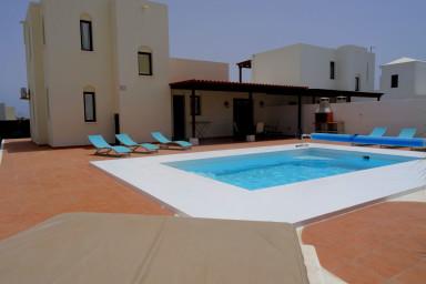 Villa Turquesa with private pool in Playa Blanca