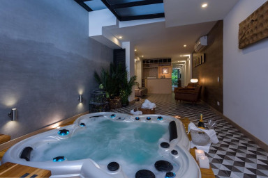 Exclusive VIP 5-Star Jacuzzi Suite