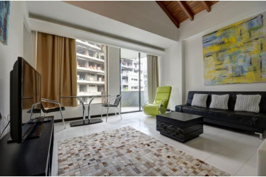 Comfy & Cozy Apartment near Parque Lleras