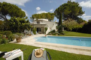 Ljuvlig villa om 3 våningar och pool ett stenkast från byn Mougins