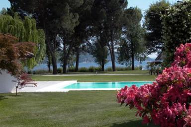 Lyxig villa med golfbana och privat strand