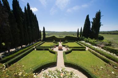 Vacker traditionell villa med magnifik trädgård i Toscana