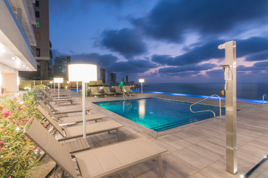 Resort Style 1 Bedroom Condo with Amazing views of the City and Ocean