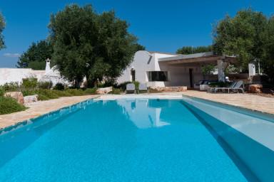 Trulli Rosmarino: Hillside Trulli with Pool