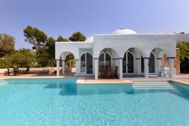 Magnifik villa med underbar solterrass och pool
