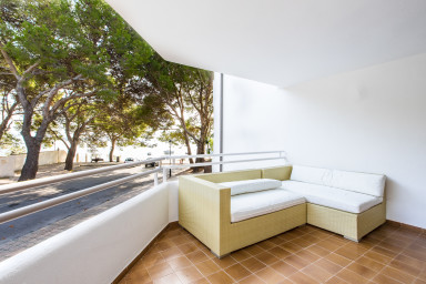 El Faro. First floor apartment with sea views next to the Pinewalk