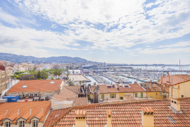 Nice 3 bedrooms apartment with view on the port