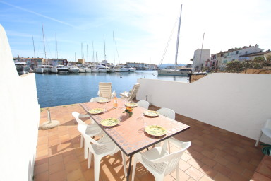 Fisherman house with 4 bedrooms, a big terrace and a 16m mooring