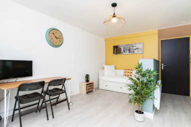 Large fully furnished studio, close to the center