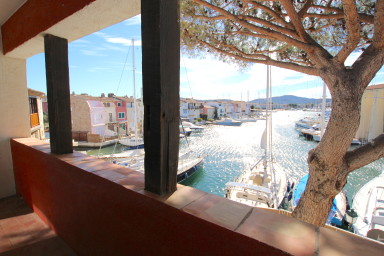 Large 4-room apartment with a mooring in the center of Port Grimaud