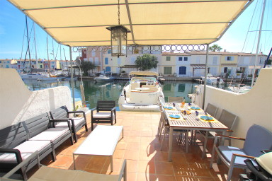 House with 2 terraces - 10m mooring - private area