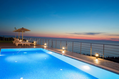 20% OFF: Luxury Villa,combined with the endless blue view,close to Kathisma