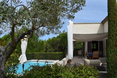Magnifique villa, beaux volumes 8 personnes, piscine, jardin paysager, Golf