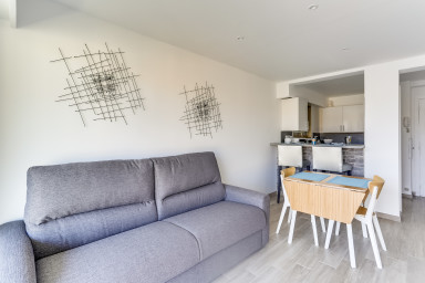 1 BR apt Cannes with terrace renovated near the beaches- By IMMOGROOM