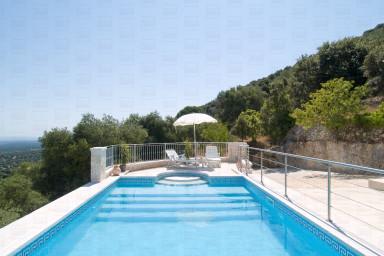 Trulli Elleysi: characteristics trulli for rent in puglia with sea view