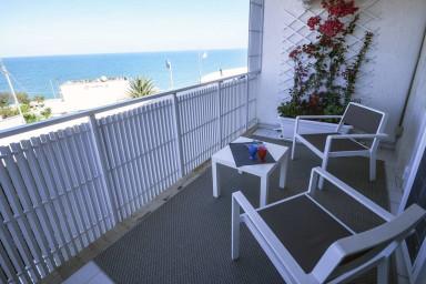 Blue Sea – appartamento con veranda fronte mare