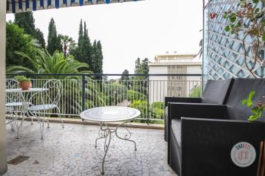 Appartement spacieux rénové avec goût avec terrasse dans résidence élégante