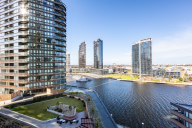Indie, riverfront views in Docklands