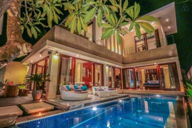 Stunning 3 BR pool villa in Echo Beach