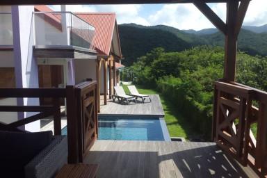 Villa raffinée avec piscine à débordement à louer sur Bouillante Malendure