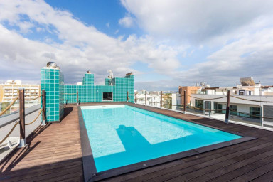 Lagos Marina apartment with rooftop pool & gym