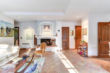 Charmante villa provençale avec grand jardin et piscine à Mougins
