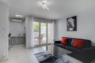 Studio moderne avec terrasse dans résidence de standing, centre de Cannes