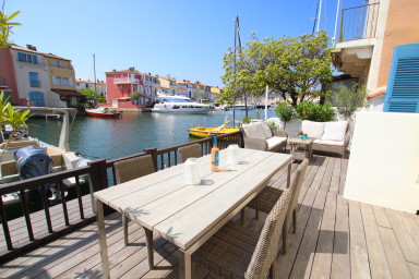 Renovated house with WIFI, A/C, a large terrace and a mooring