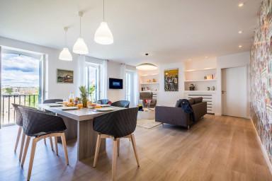 Le salon avec vue sur la Grande Plage - the living room with view on the...