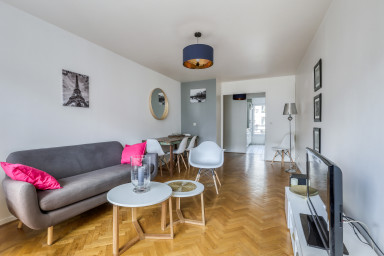 Bright apartment close to the center of Paris