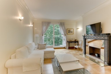 Charming luxury apartment on one of the most beautiful Avenues of the world