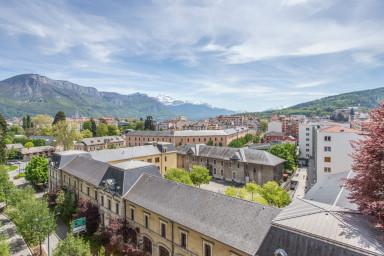 T2 moderne avec terrasse et splendide vue sur Annecy